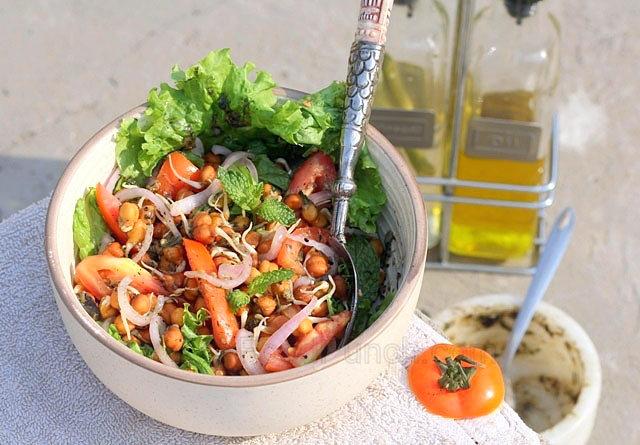 طرز تهیه سالاد سبزیجات با جوانه نخود