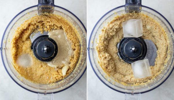 در مرحله ی آخر ارده، سیر، آبلیمو، نمک و یخ را به مواد اضافه کنید و هم بزنید