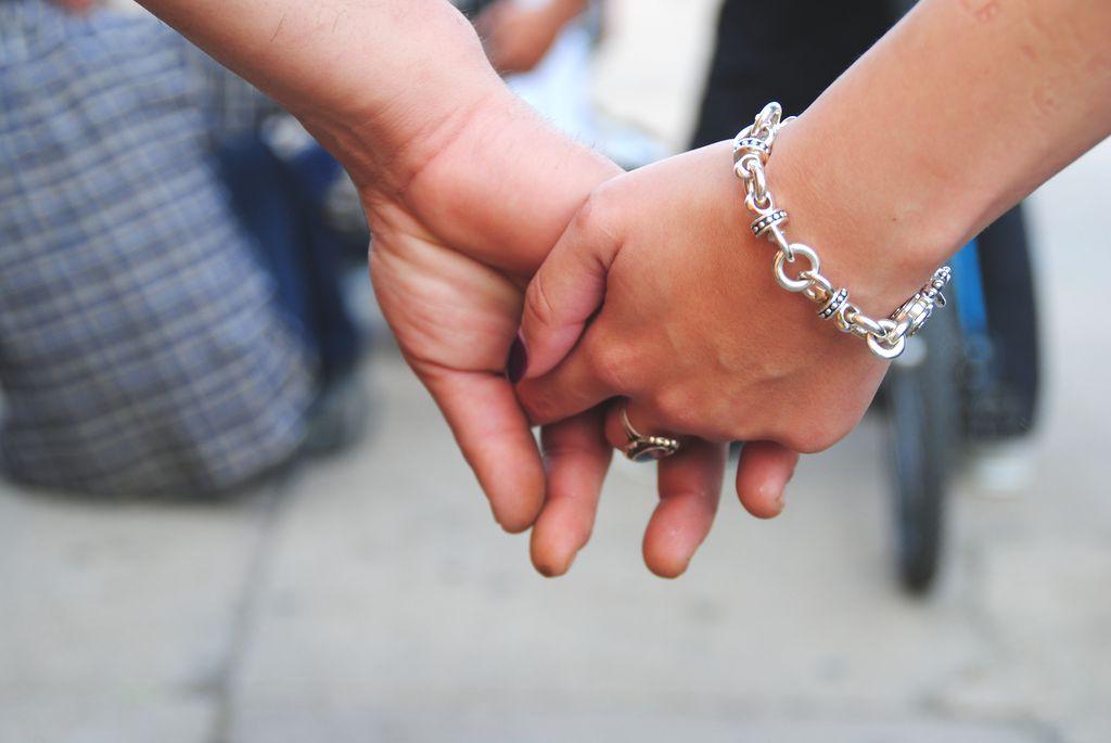 عکس دست تو دست دختر پسر خیابان