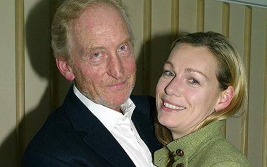 چارلز دنس و نامزدش الینور بورمن