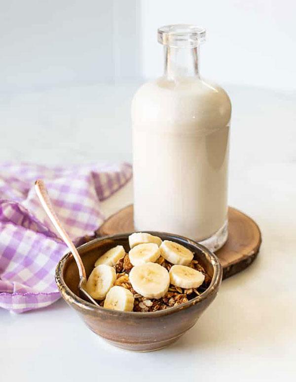 غلات صبحانه با شیر بادام هندی