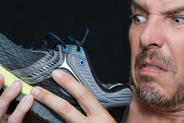 علت و دلیل بو گرفتن کفش چیست؟