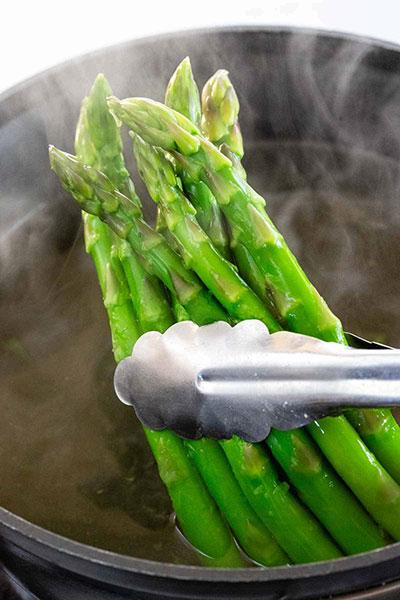 طرز پخت مارچوبه آب پز