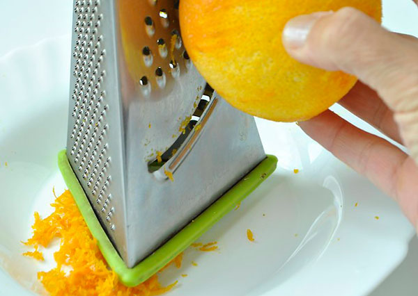 پوست پرتقال را رنده کنید