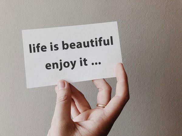 عکس نوشته انگلیسی زندگی زیباست