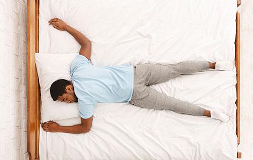 خطرات خوابیدن روی شکم