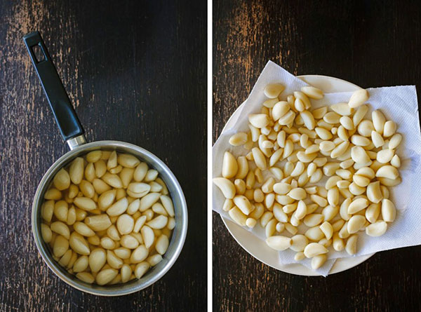 سیر های حبه حبه را به همراه نمک، شکر و سرکه سیب در قابلمه ریخته و بجوشانید