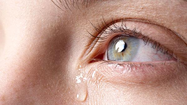 علت گریه کردن و اشک ریختن چیست؟